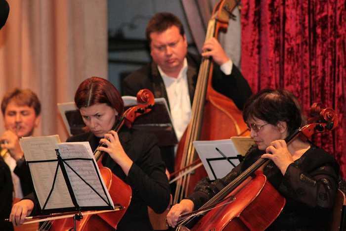 simfonicheskiy_orkestr_na_scene_kolledzha_akademii_1