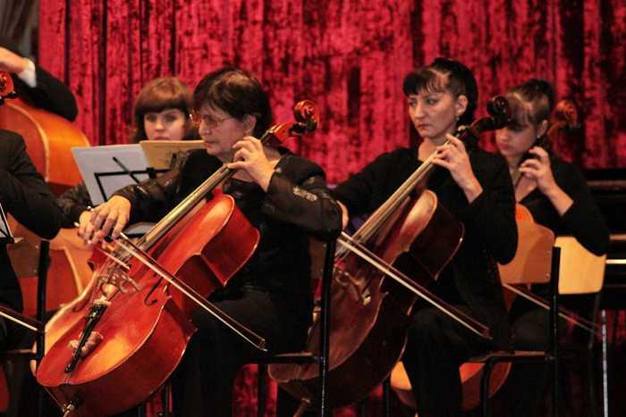 simfonicheskiy_orkestr_na_scene_kolledzha_akademii_2