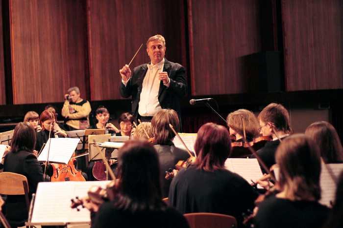 simfonicheskiy_orkestr_na_scene_kolledzha_akademii_4